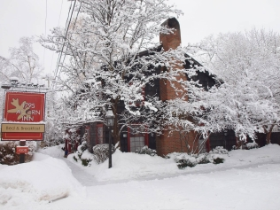 1795 Acorn Inn Ski & Stay Retreat